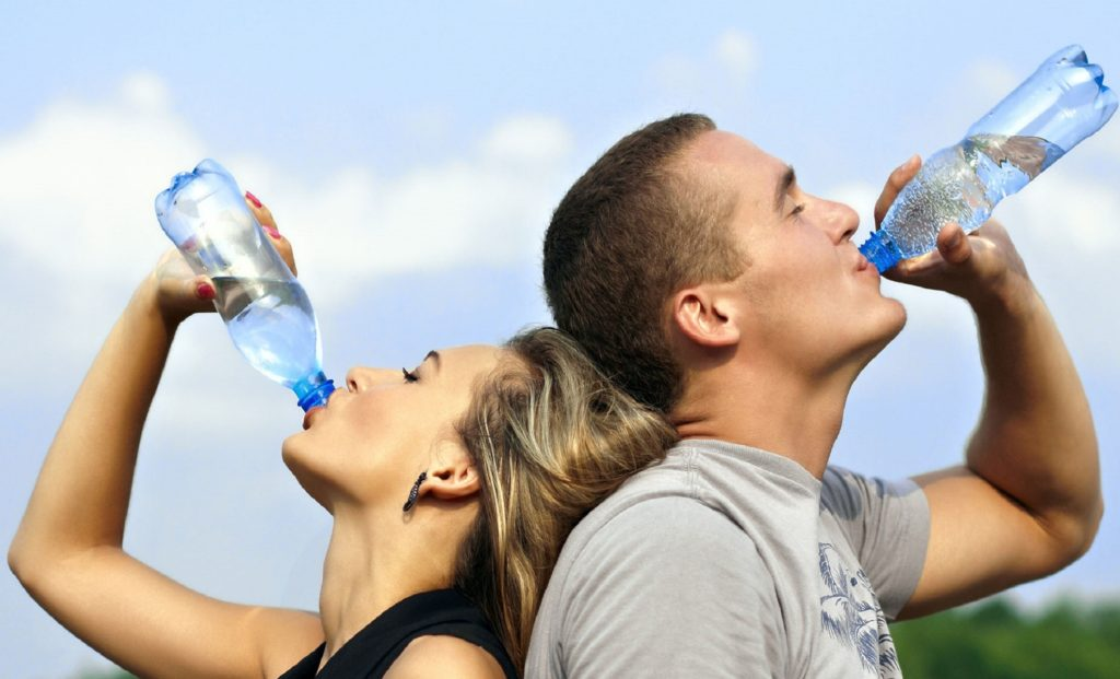 drinking-water-couple